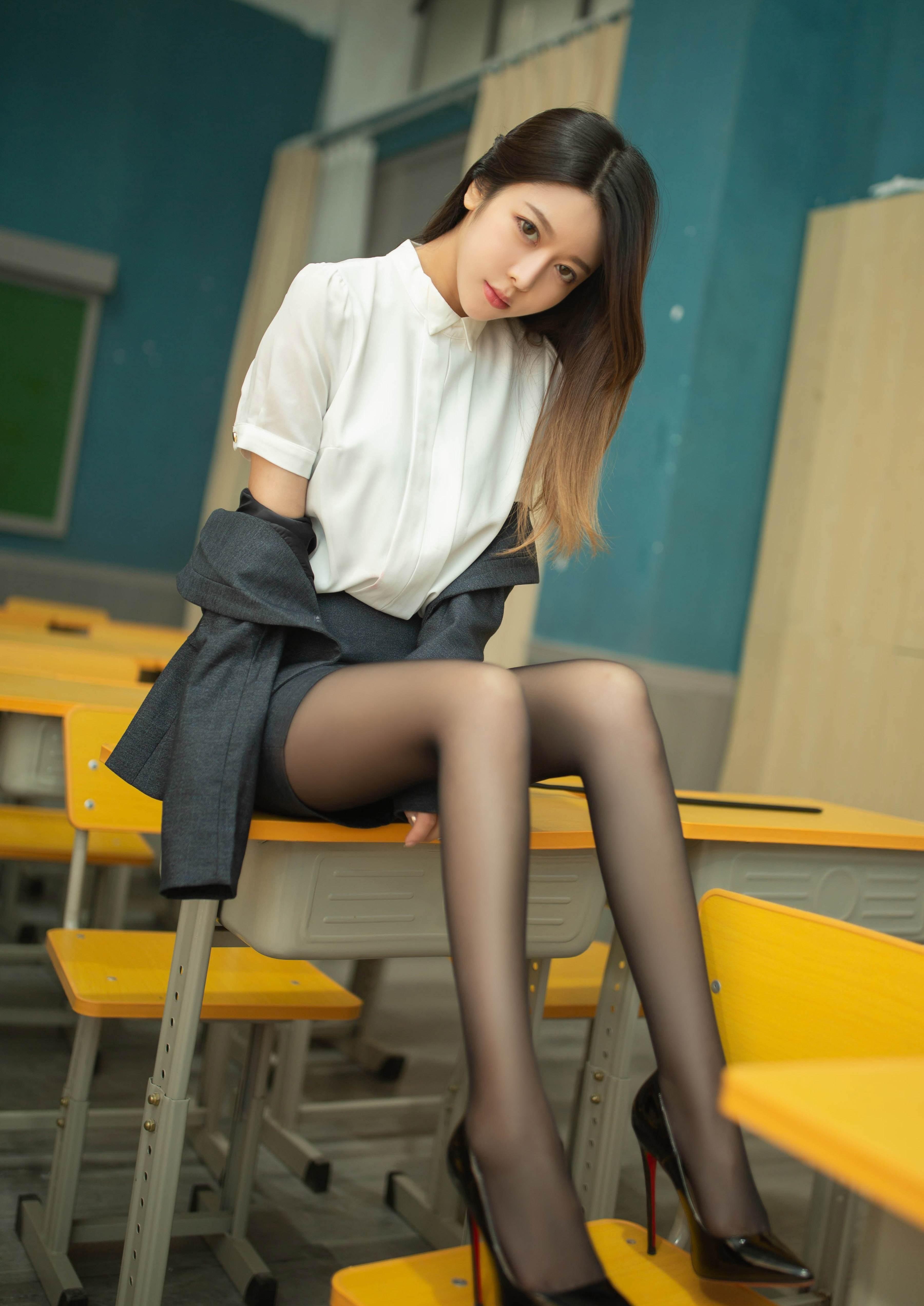 第2期黑丝职业装套图写真夏诗诗_图片2