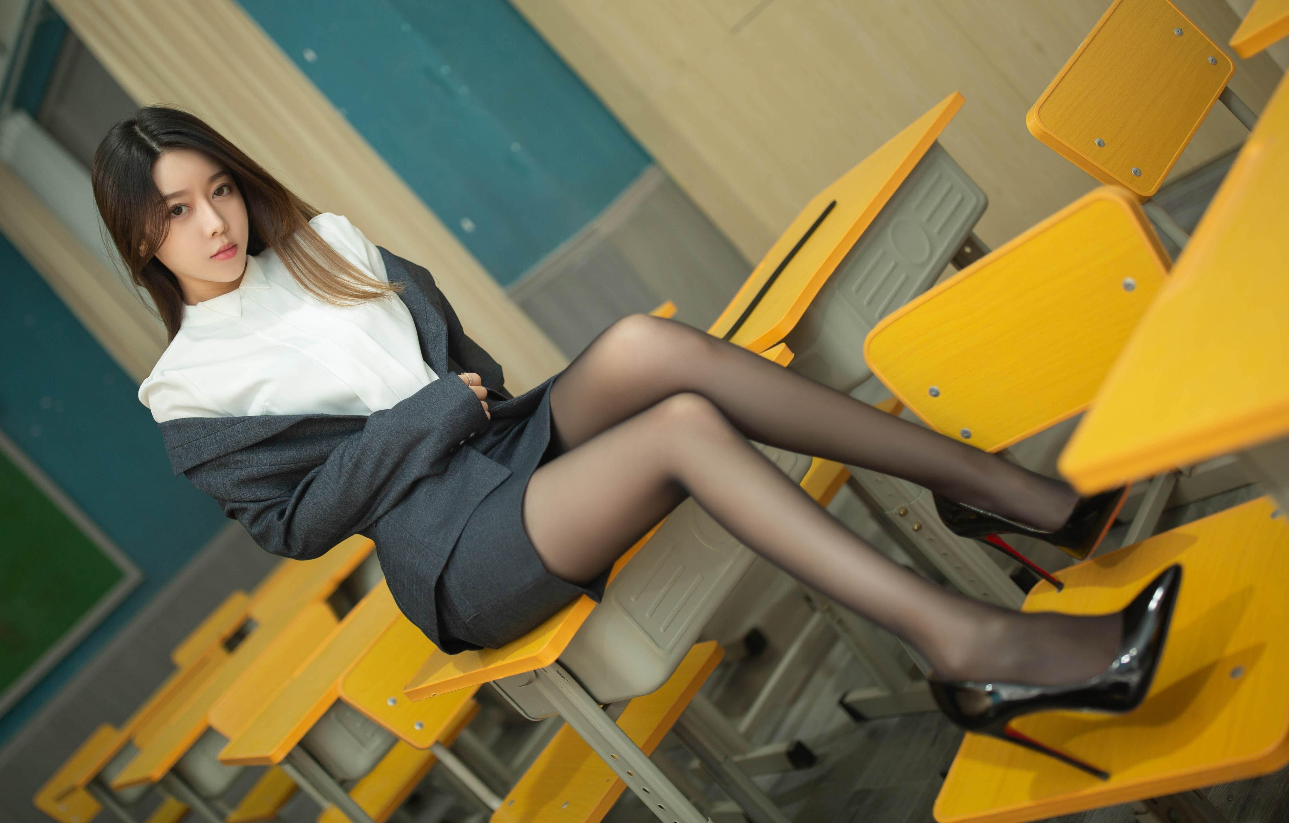 第2期黑丝职业装套图写真夏诗诗_图片5