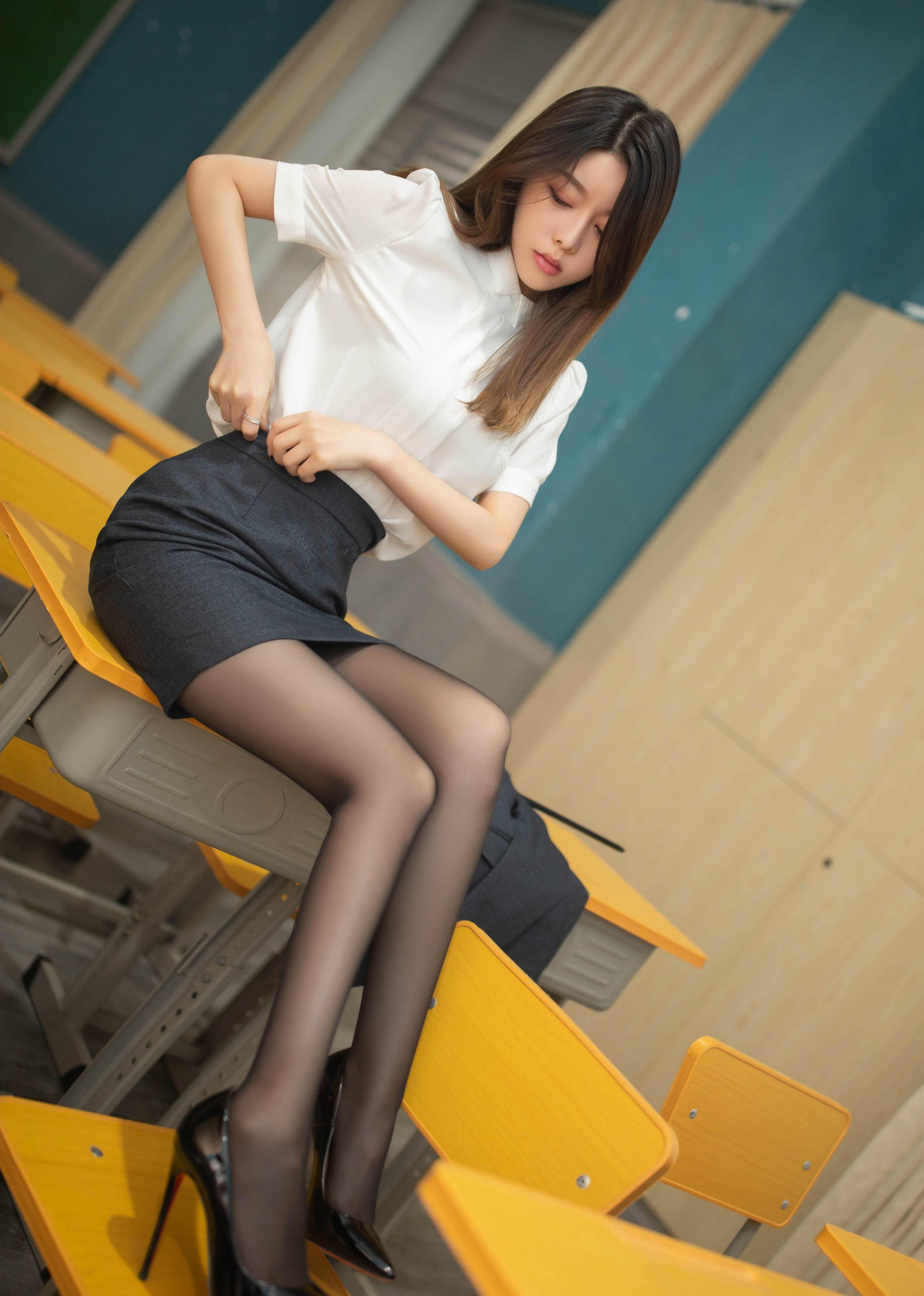 第2期黑丝职业装套图写真夏诗诗_图片6