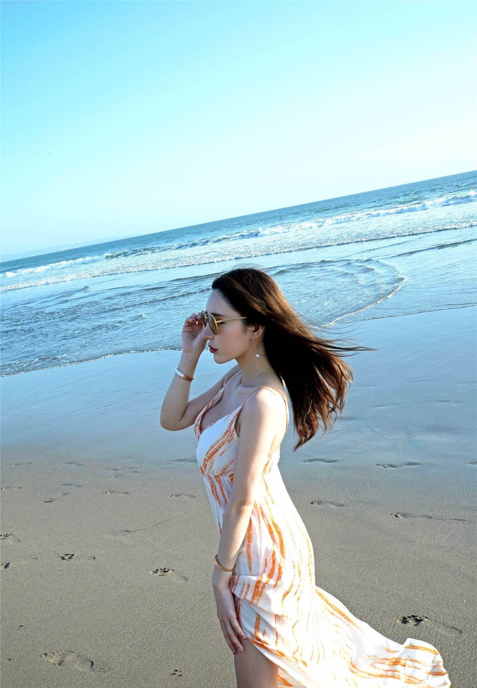 第13期沙滩漫步周于希(比基尼,裸足,裙子)_图片5