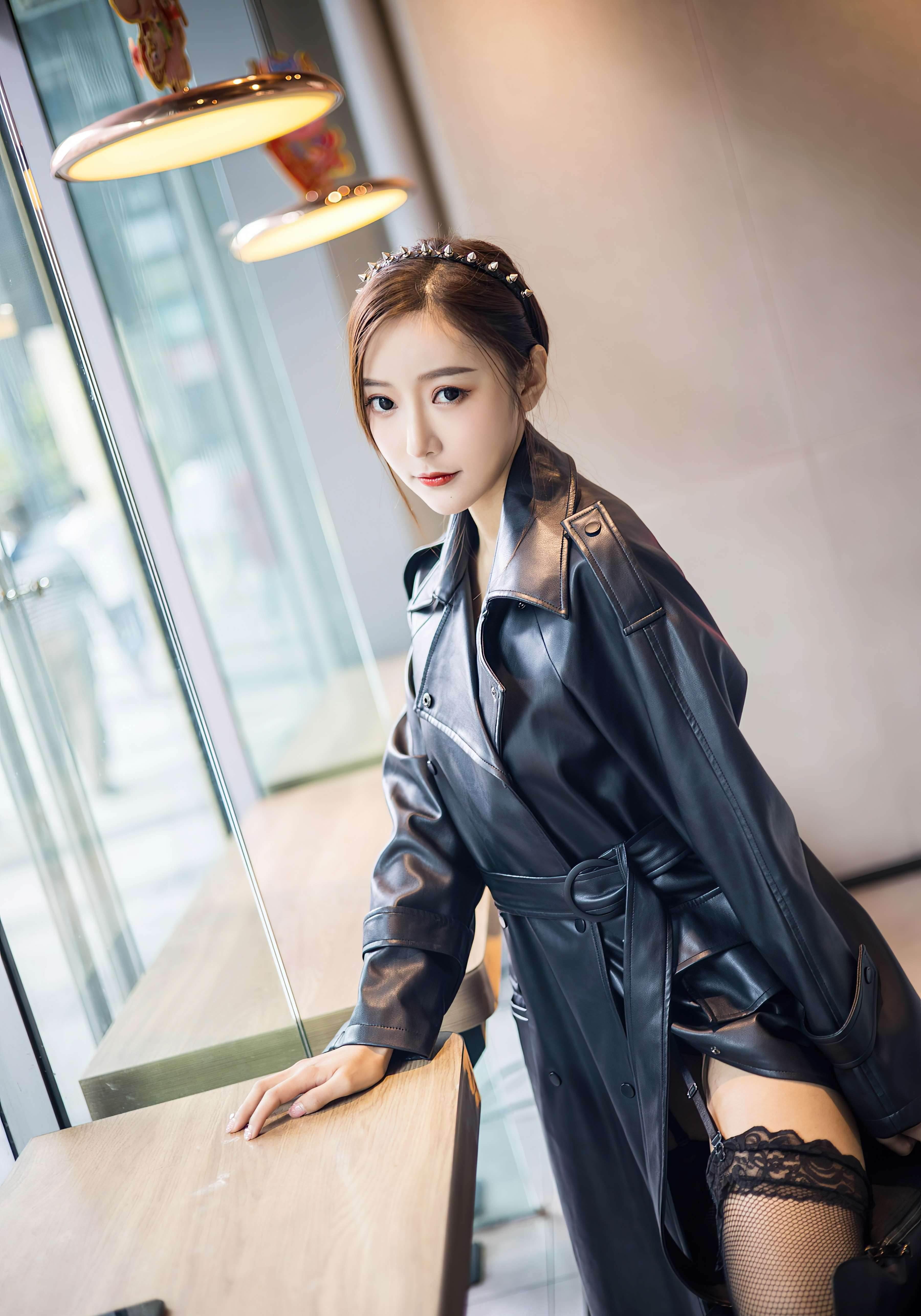 第21期穿皮衣的女孩又酷又时尚王馨瑶_图片3