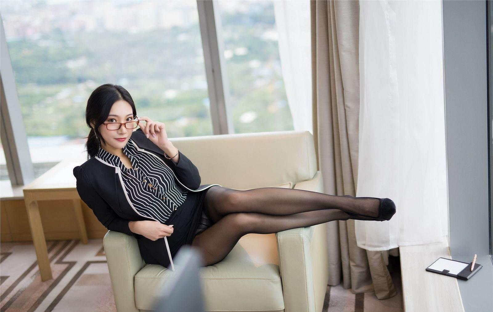 第121期老板的秘书小狐狸(职业装,黑丝,高跟)_图片1