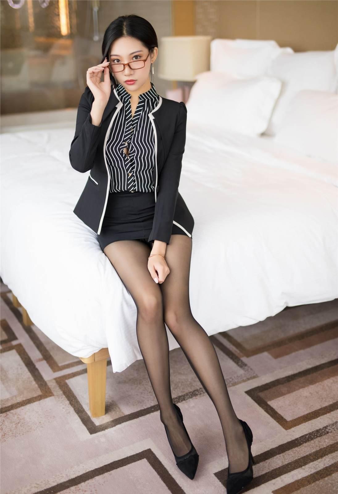第121期老板的秘书小狐狸(职业装,黑丝,高跟)_图片3