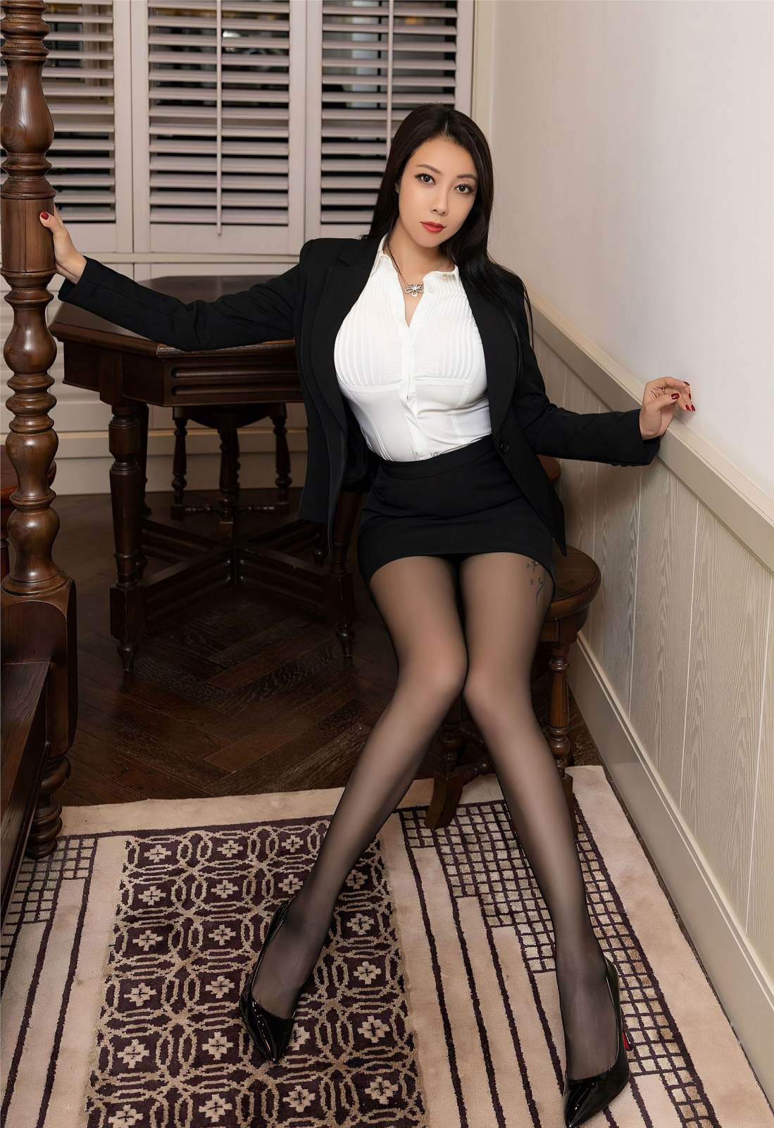 第141期性感职业装果儿(丝袜,高跟,西装)_图片5