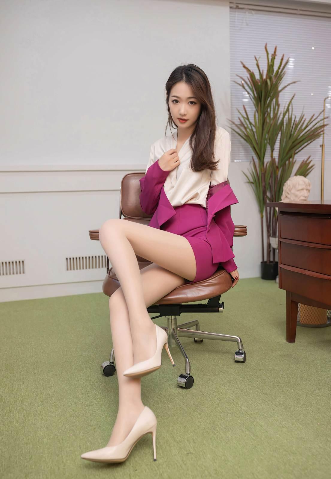 第167期实习生的秘密被发现唐安琪(高跟,制服,丝袜)_图片4