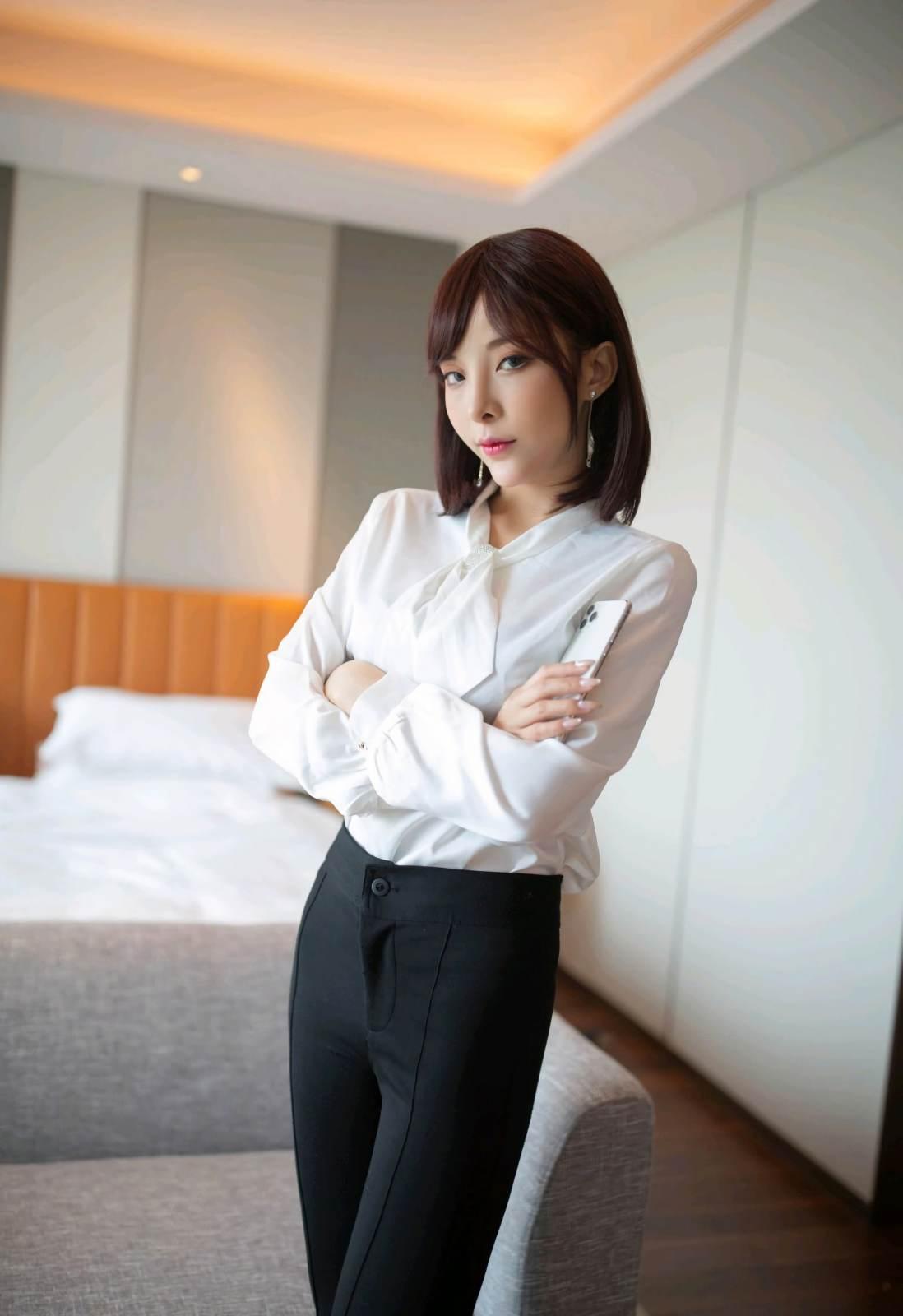 第169期公司女老板查岗陈小喵(高跟,丝袜)_图片3