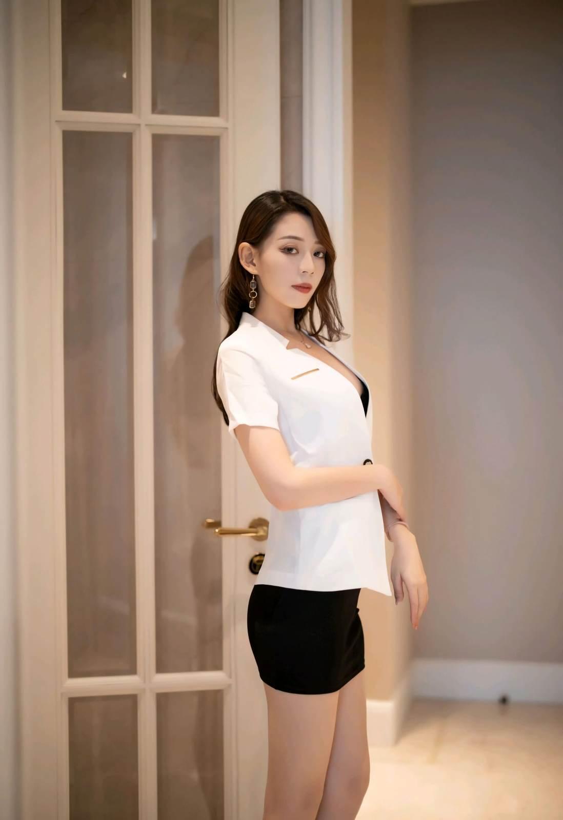 第181期言沫(西装,短裙,丝袜,高跟)_图片2