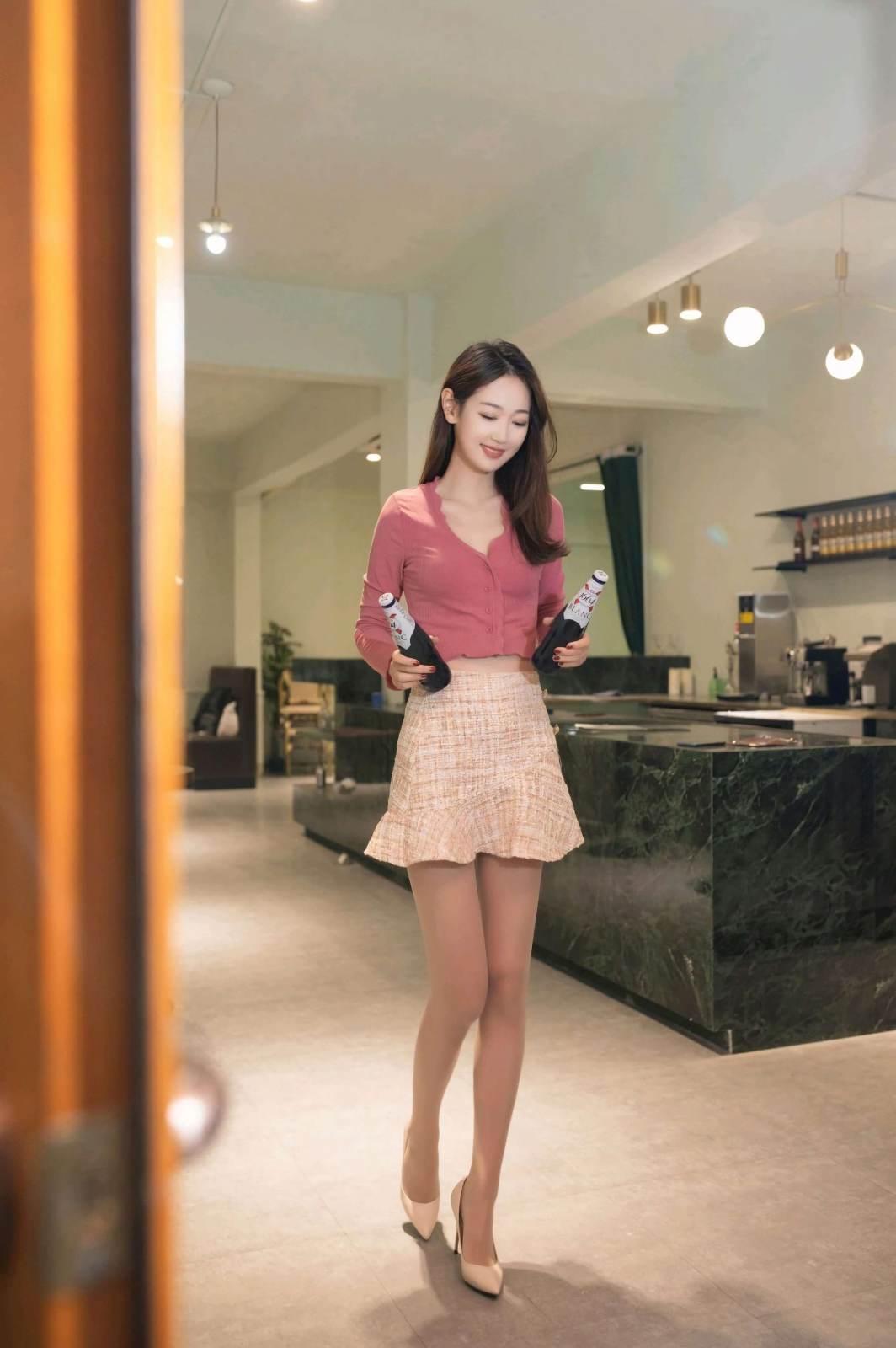 第196期上得厅堂,下得厨房唐安琪(露脐装,高跟,短裙)_图片6