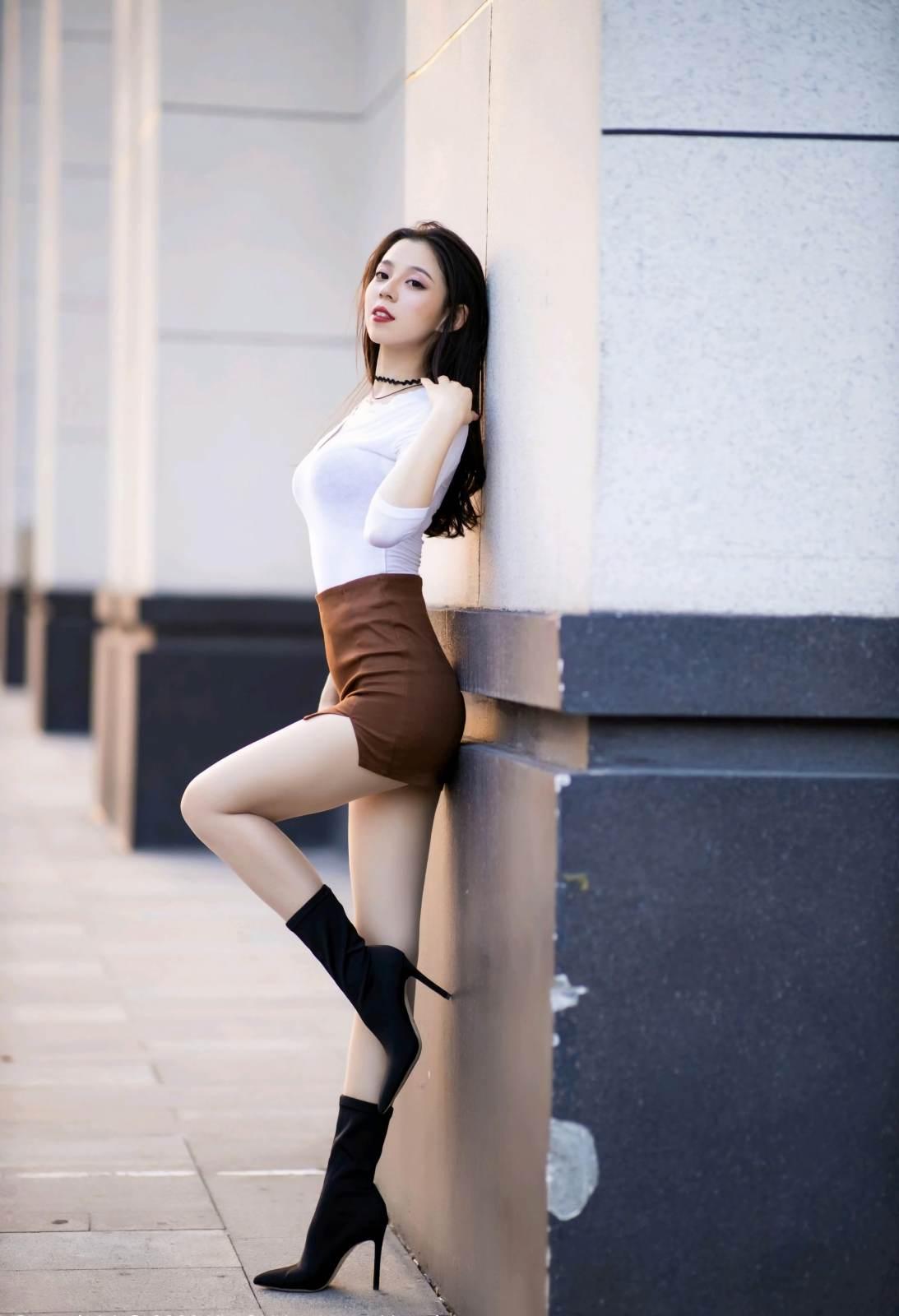 第226期花容月貌美如画言沫(高跟,丝袜,肉丝,短裙)_图片2
