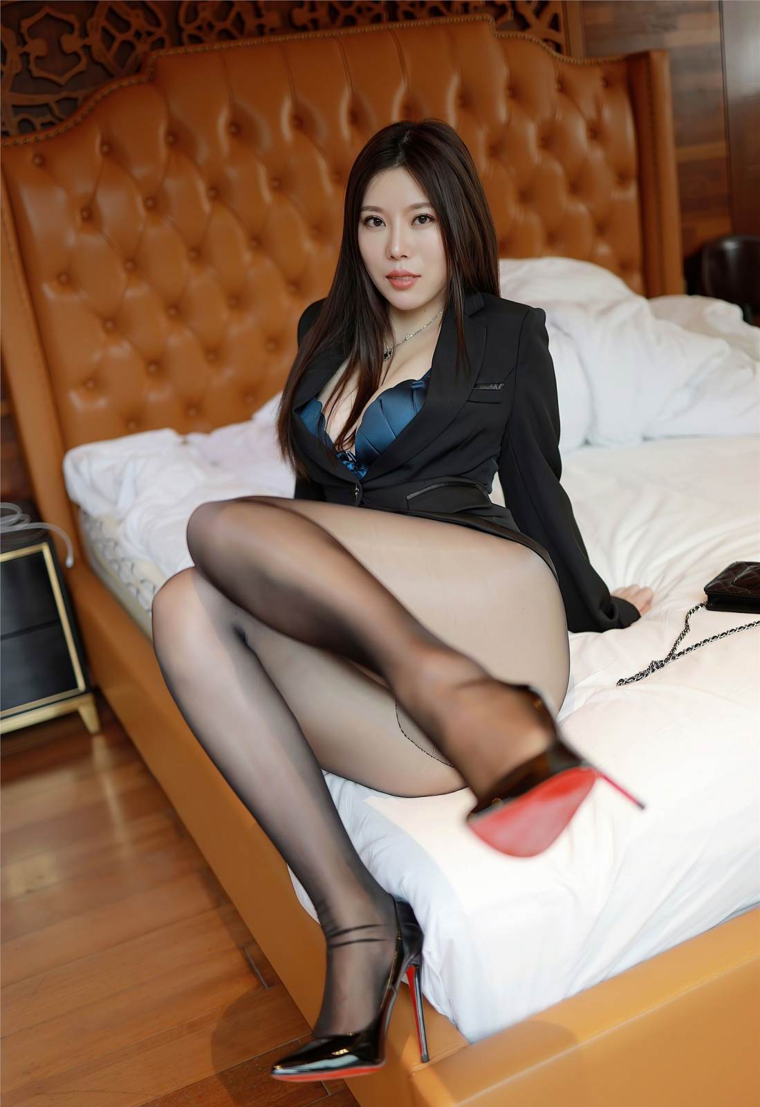 第246期环肥燕瘦白茹雪(西装,丝袜,黑丝,丰满身材,高跟)_图片2
