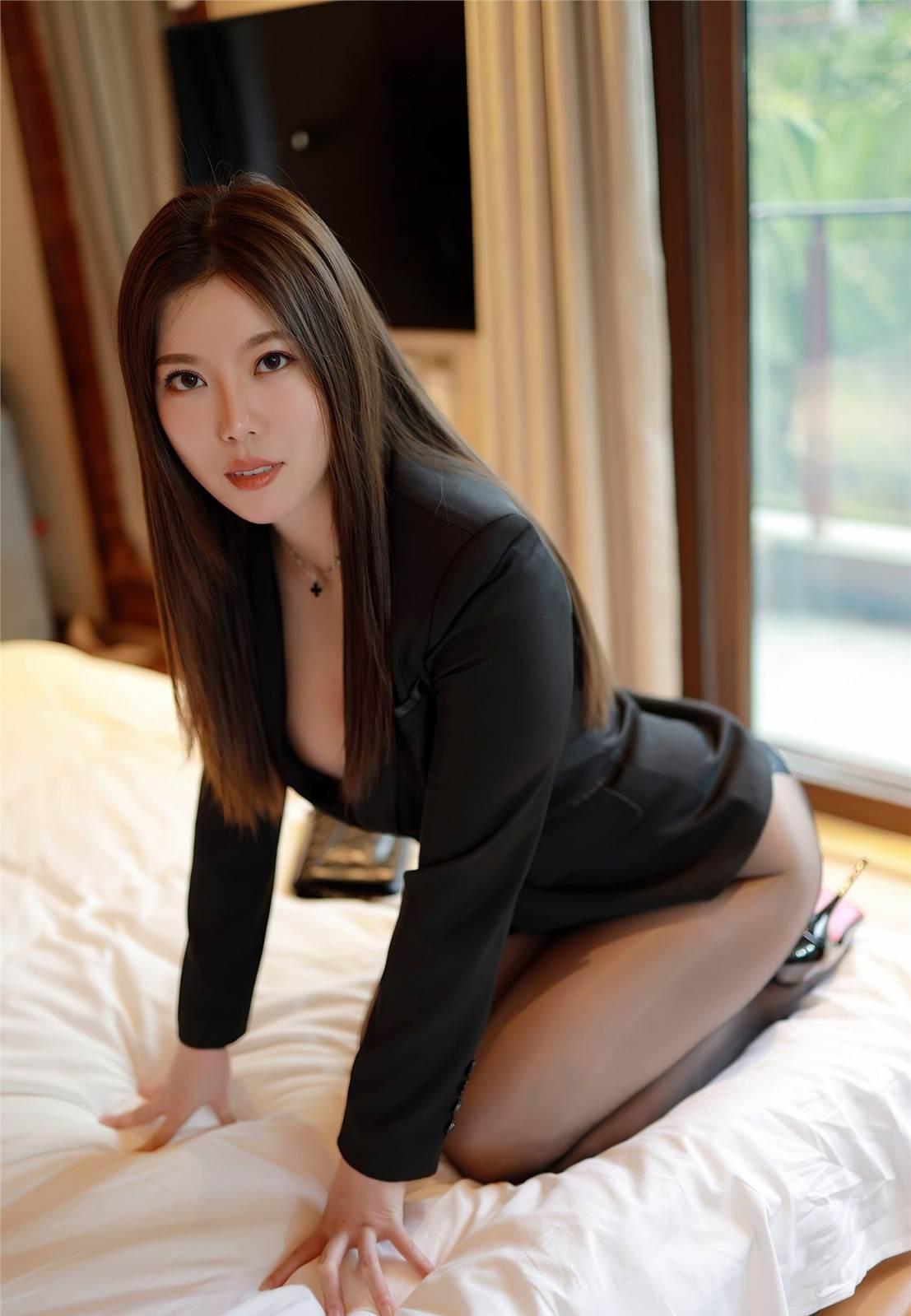 第246期环肥燕瘦白茹雪(西装,丝袜,黑丝,丰满身材,高跟)_图片4