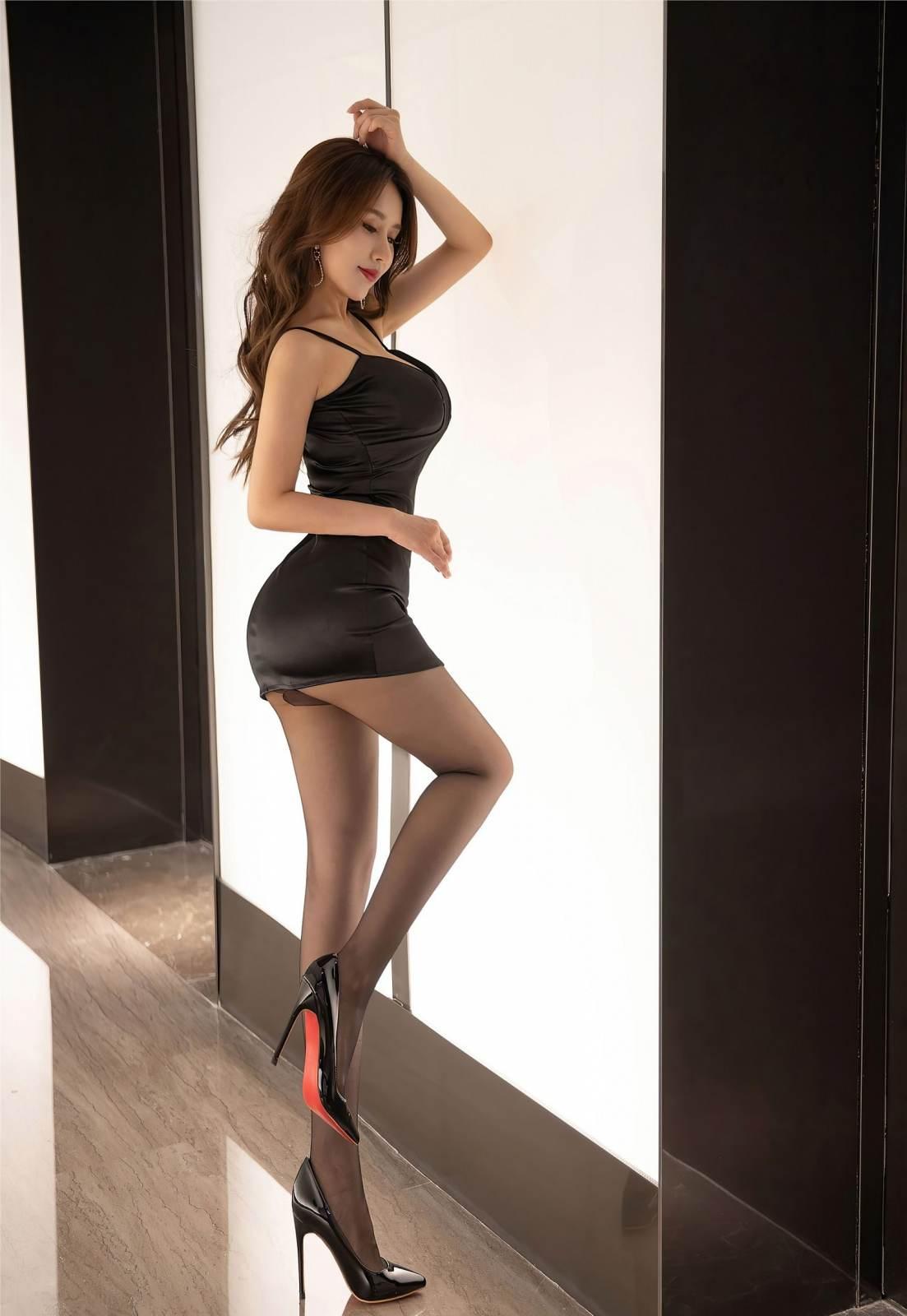 第334期肌理细腻骨肉匀。徐安安(黑丝,美腿,高跟,连体黑丝)_图片7
