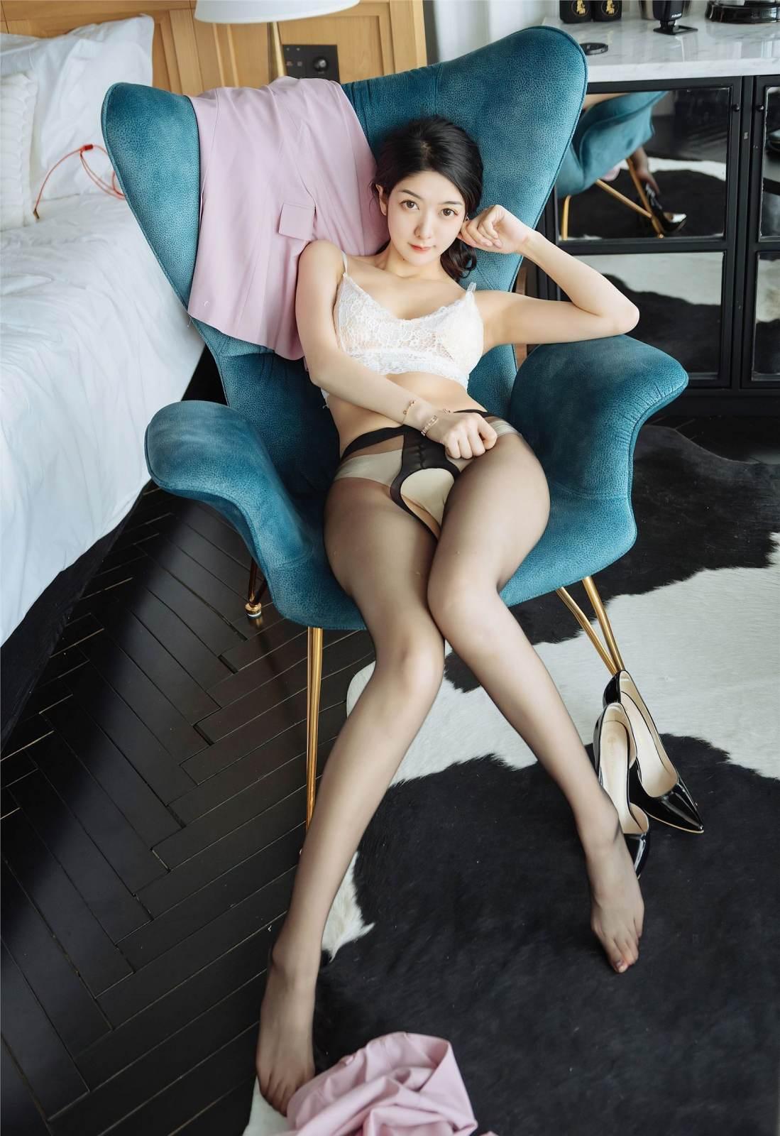 第337期折纤腰以微步,呈皓腕于轻纱。小热巴(时装秀,黑丝,丝足,美女,大长腿)_图片3