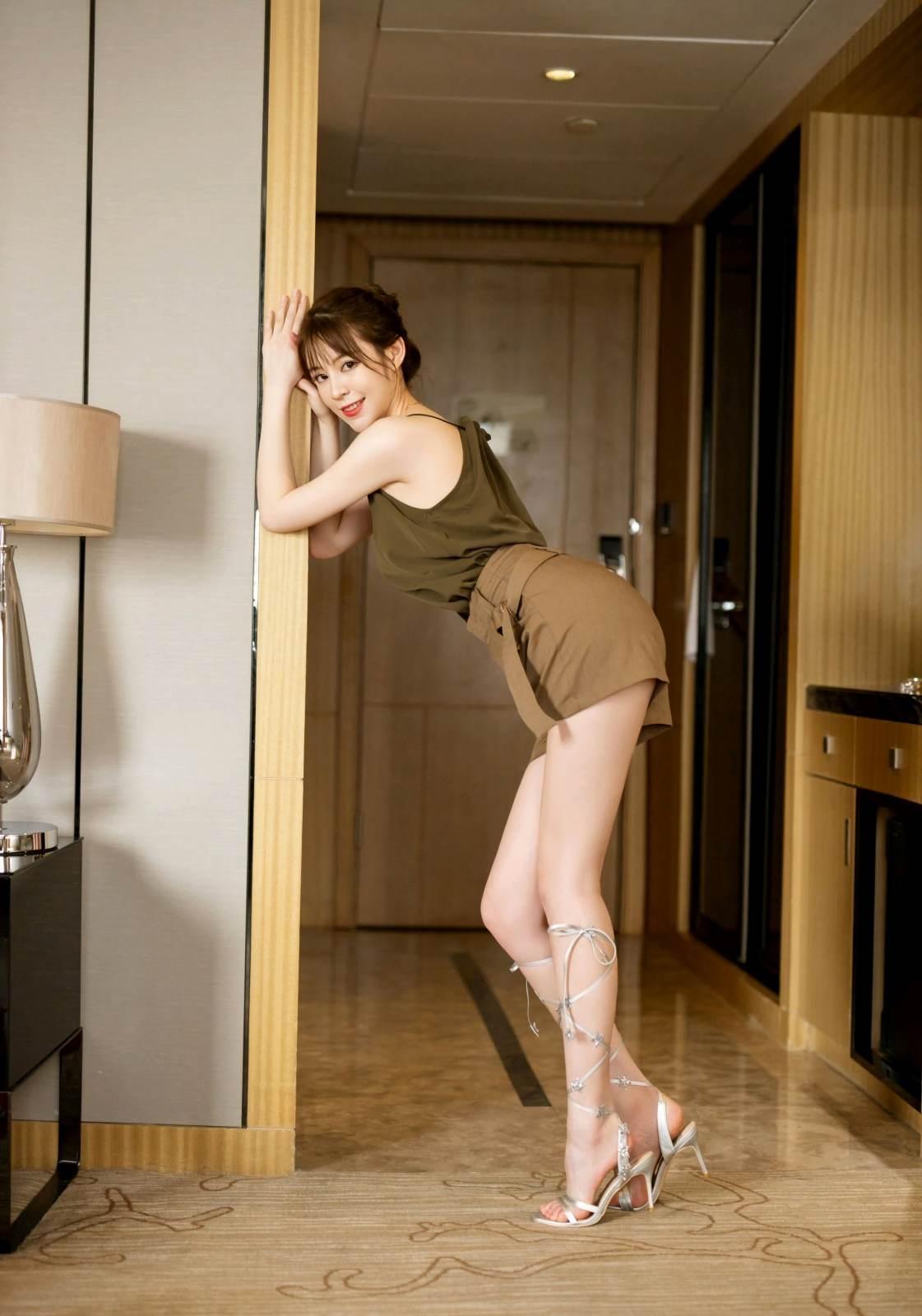 第358期天生尤物优优(仙女颜值,高跟,内衣秀,大长腿)_图片2