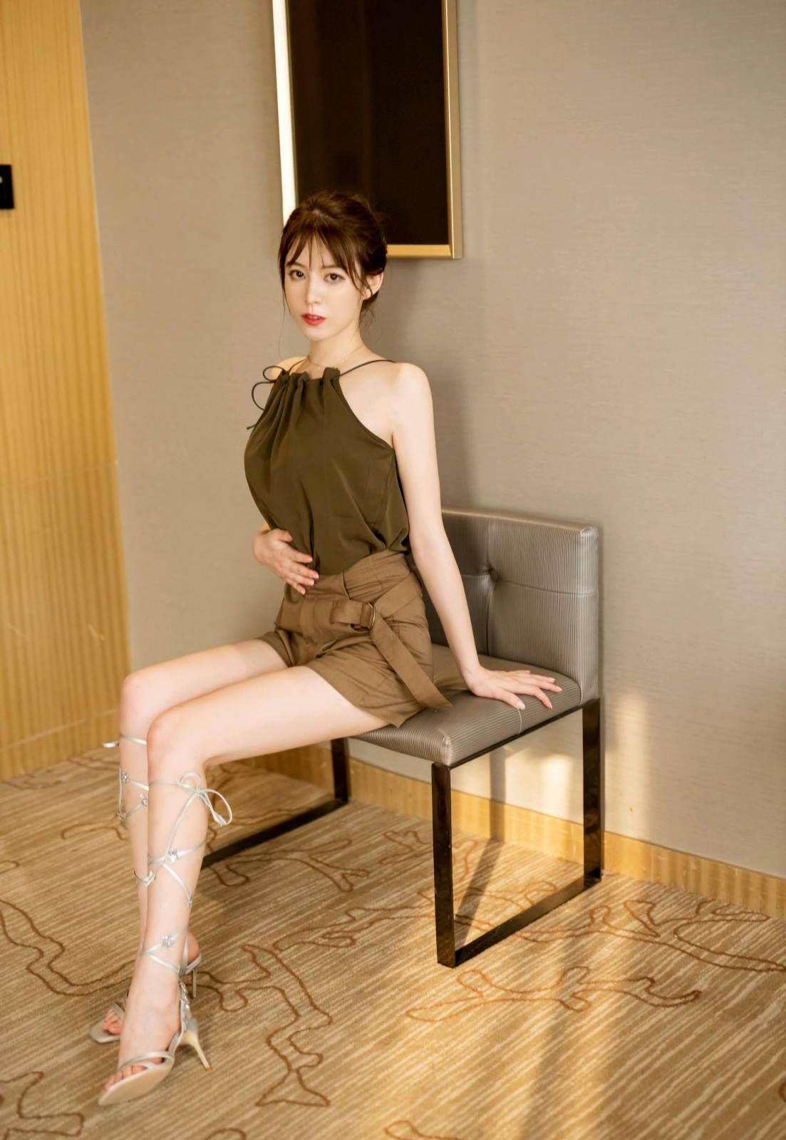 第358期天生尤物优优(仙女颜值,高跟,内衣秀,大长腿)_图片4