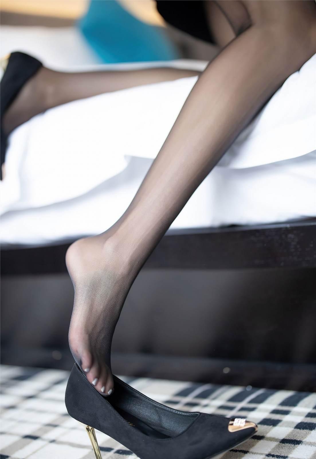 第370期拟歌先敛,欲笑还颦,最断人肠!carry(黑丝,高跟,混血美女,美腿,丝足,神仙颜值)_图片5