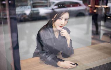 第21期穿皮衣的女孩又酷又时尚王馨瑶