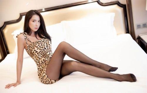 第410期寄语洛城风日道,明年春色倍还人。carry(黑丝袜,丝足,大长腿,豹纹貂裙,神仙颜值,高挑)